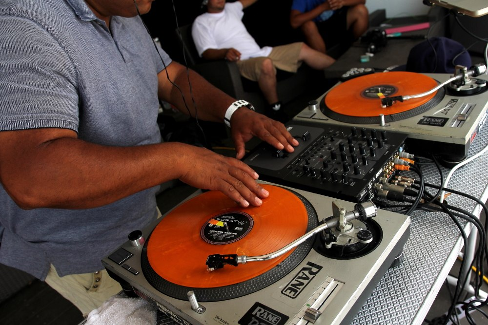 Turntables_orange_2014_Chelsea_atlantic_city_dramadik_dj_life_pictures_events_NJ_NY_dj_services